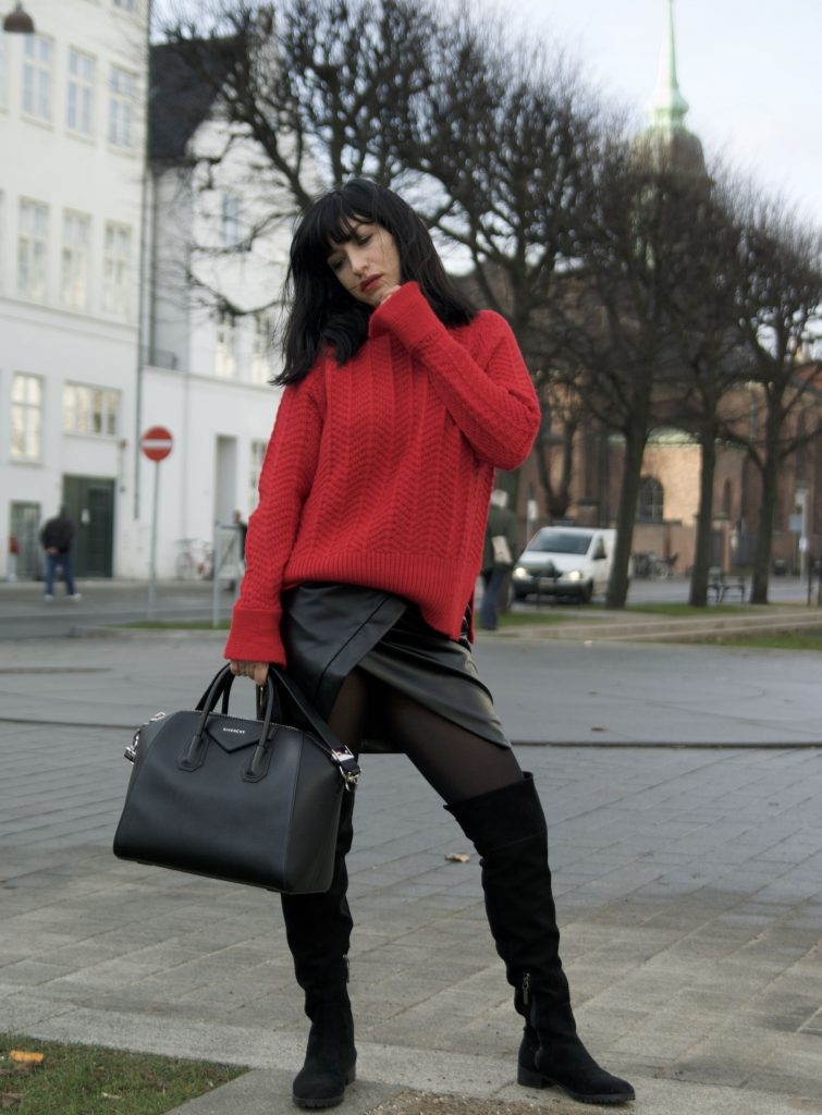 http://mihabalan.com/2016/11/30/outfit-of-the-day-black-and-red/