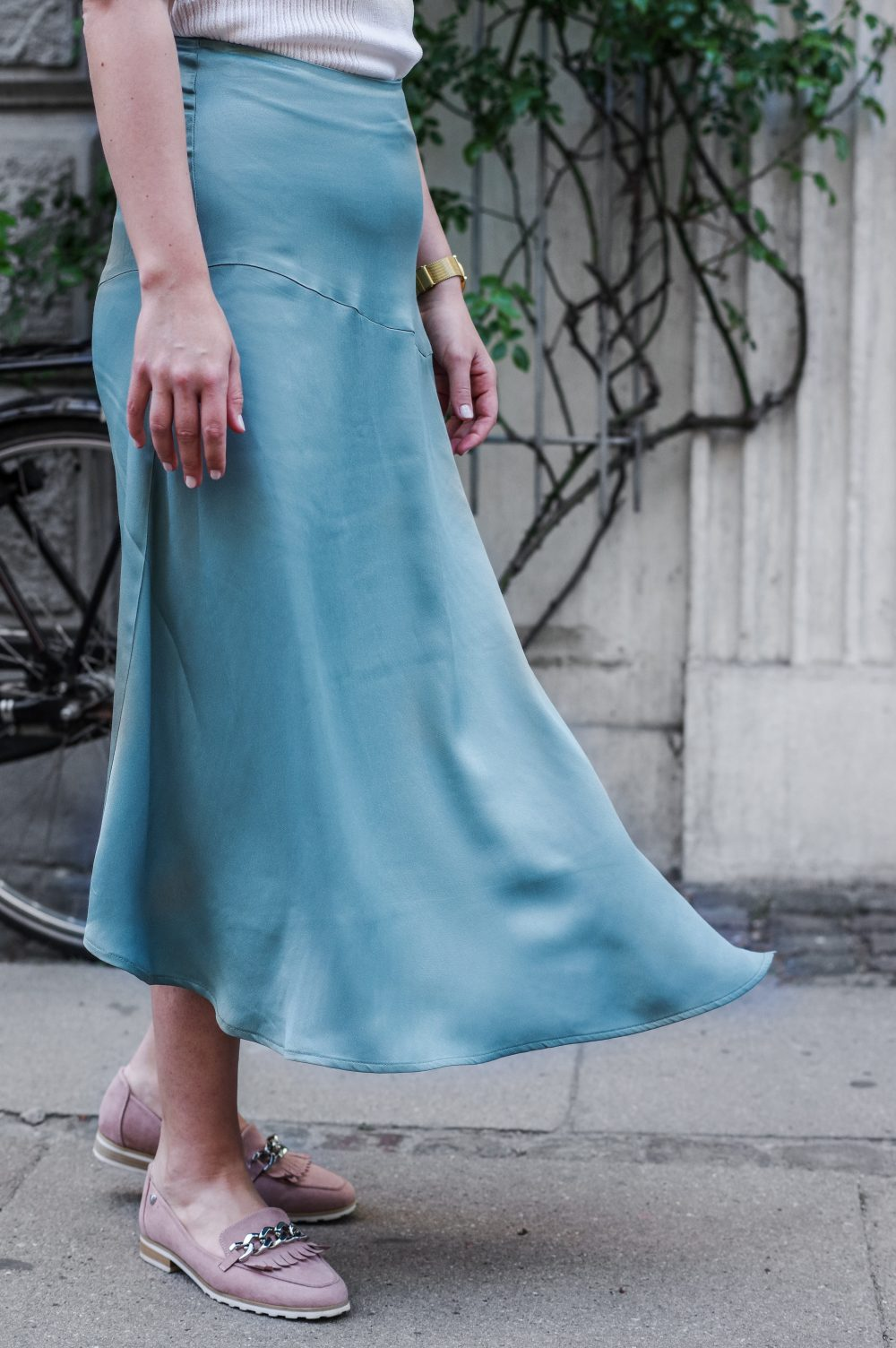 skirt-satin-asymetric-for-spring-and-summer-summer-skirts-spring-skirts-office-skirts