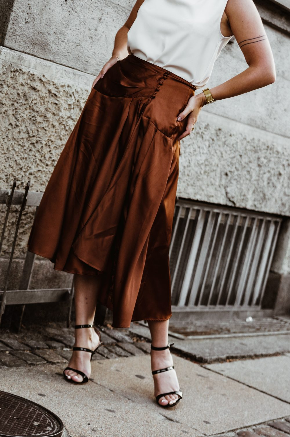 Brown Satin skirt, stylish work wear outfit for pre-fall and fall, fall fashion, streetstyle.jpg