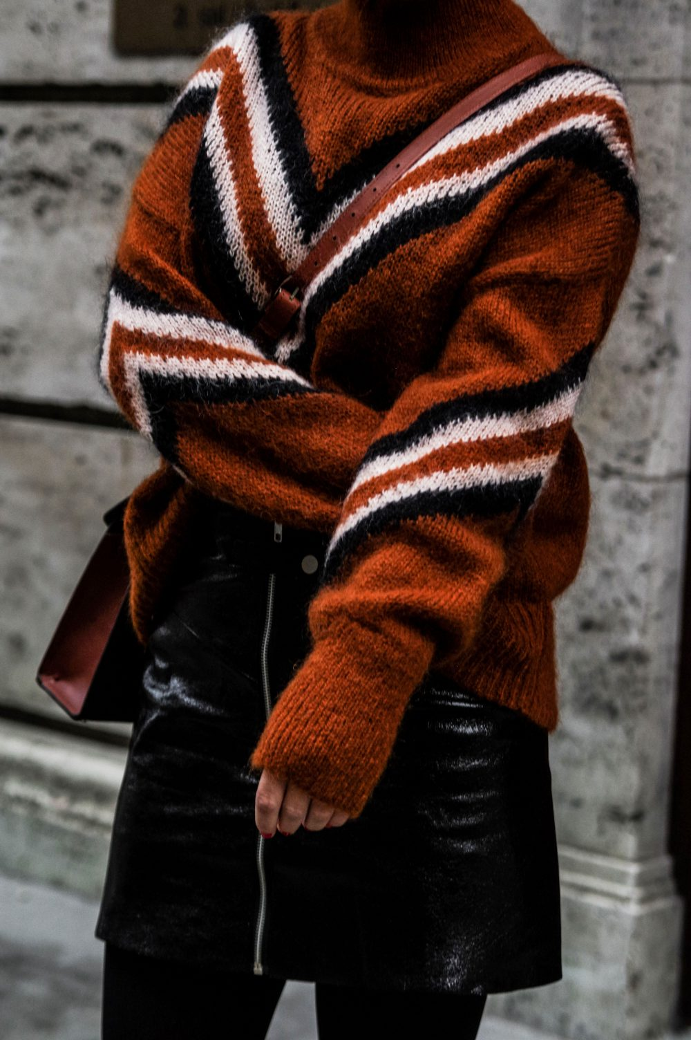 3-Scandinavian-winter-outfits-ideas-instagram-round-up-layered-outfitsweaterwork-wear-casual-style-retro-vibes-outfit-Copenhagen-streetstyle.