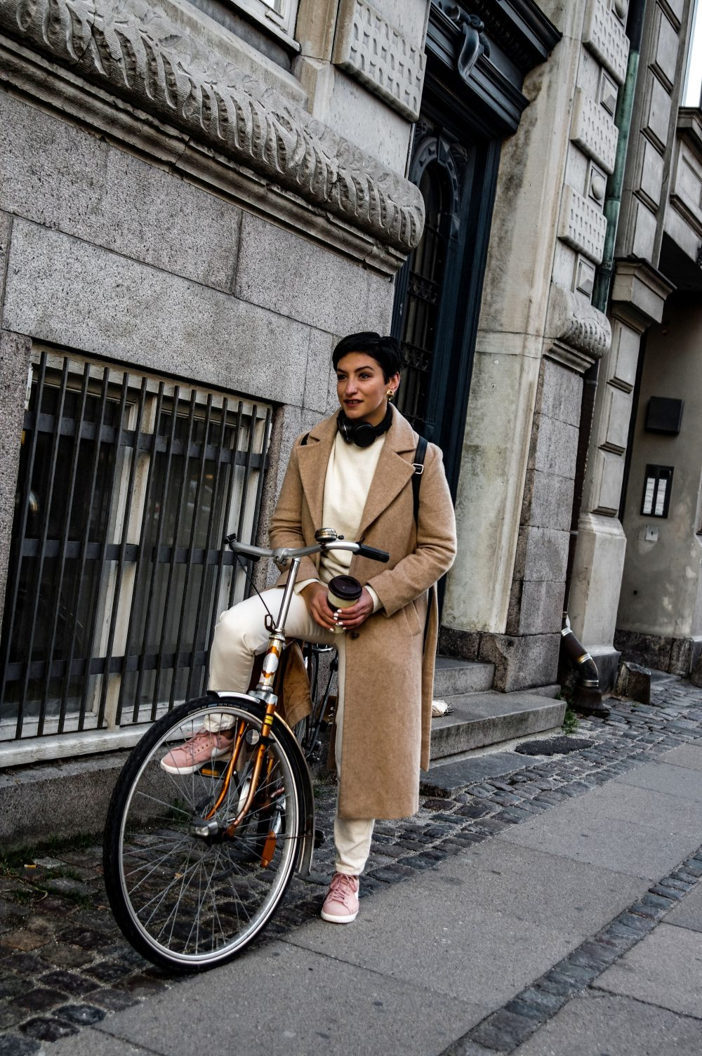 3-Scandinavian-winter-outfits-ideas-instagram-round-up-layered-outfitwork-wear-casual-style-Beige-coat-Copenhagen-streetstyle