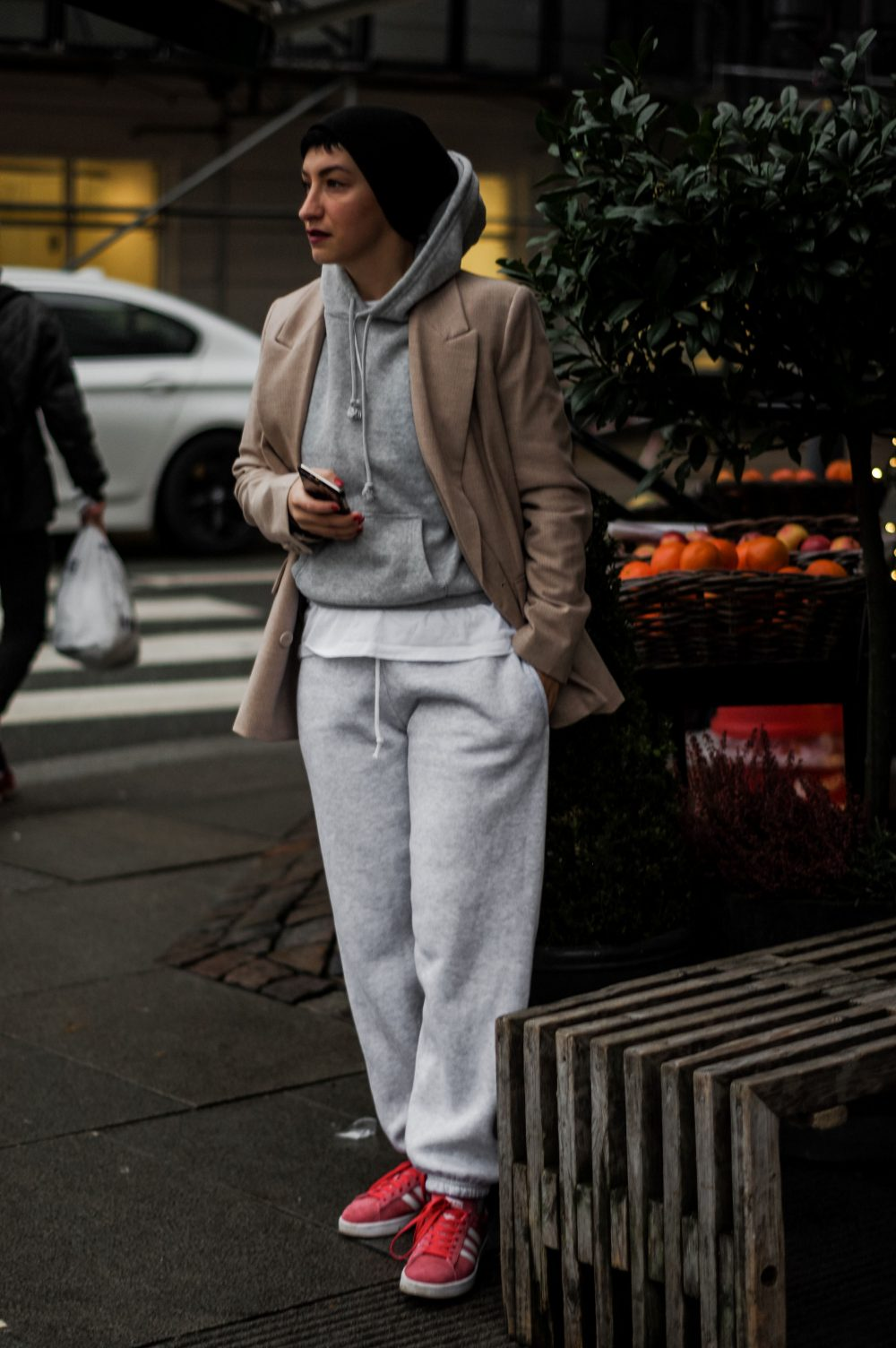 How-to-wear-sweatpants-and-blazer-Scandinavian-Style-Casual-outfit-Everyday-style-american-style-streetstyle-casual-style