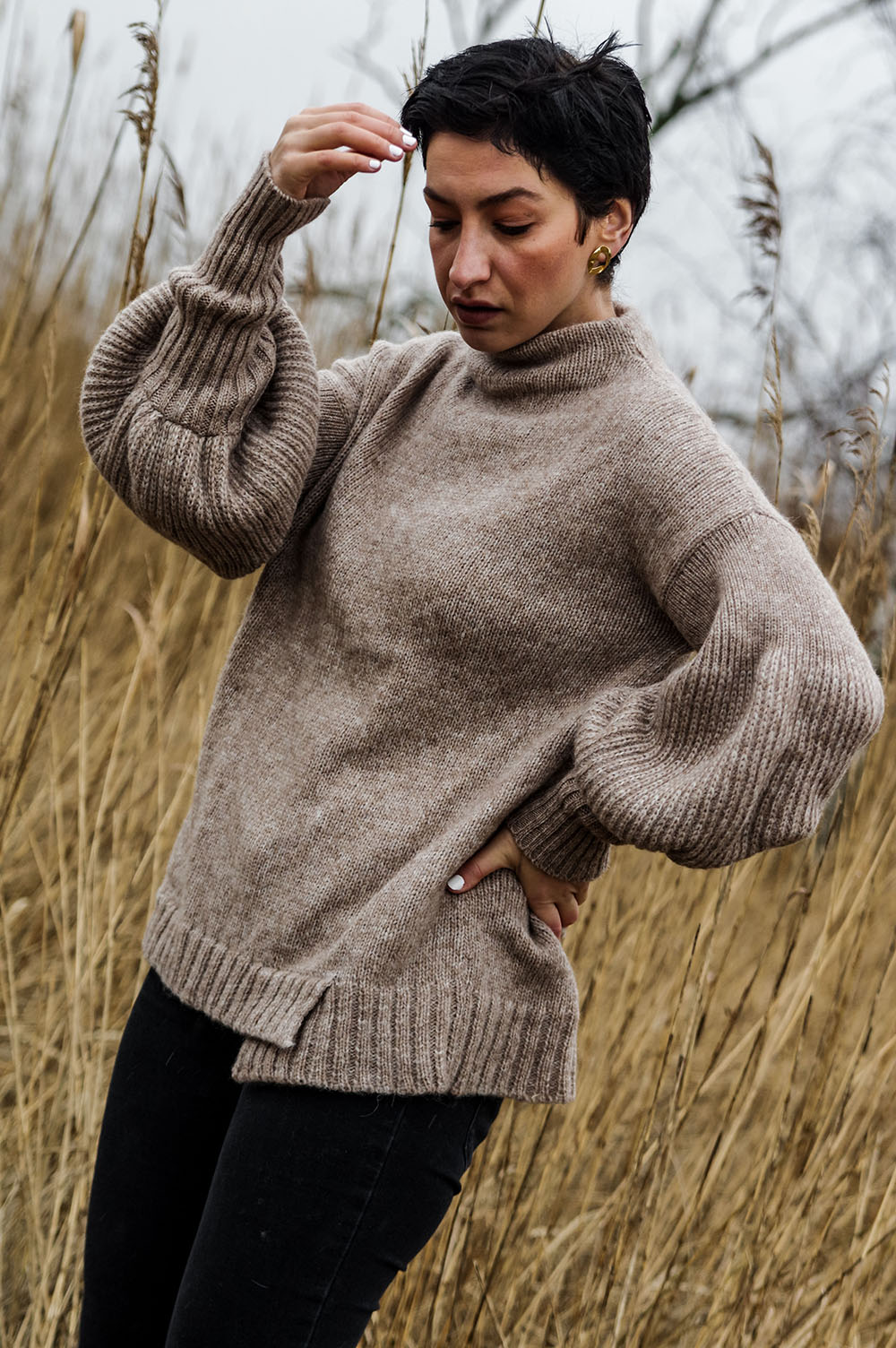 The-one-sustainable-fashion-brand-tou-need-to-add-to-your-wardrobe-sweater-handmade-spring-outfit-eco-friendly-sweater-scandinavian-fashion-hygge-outfit-idea