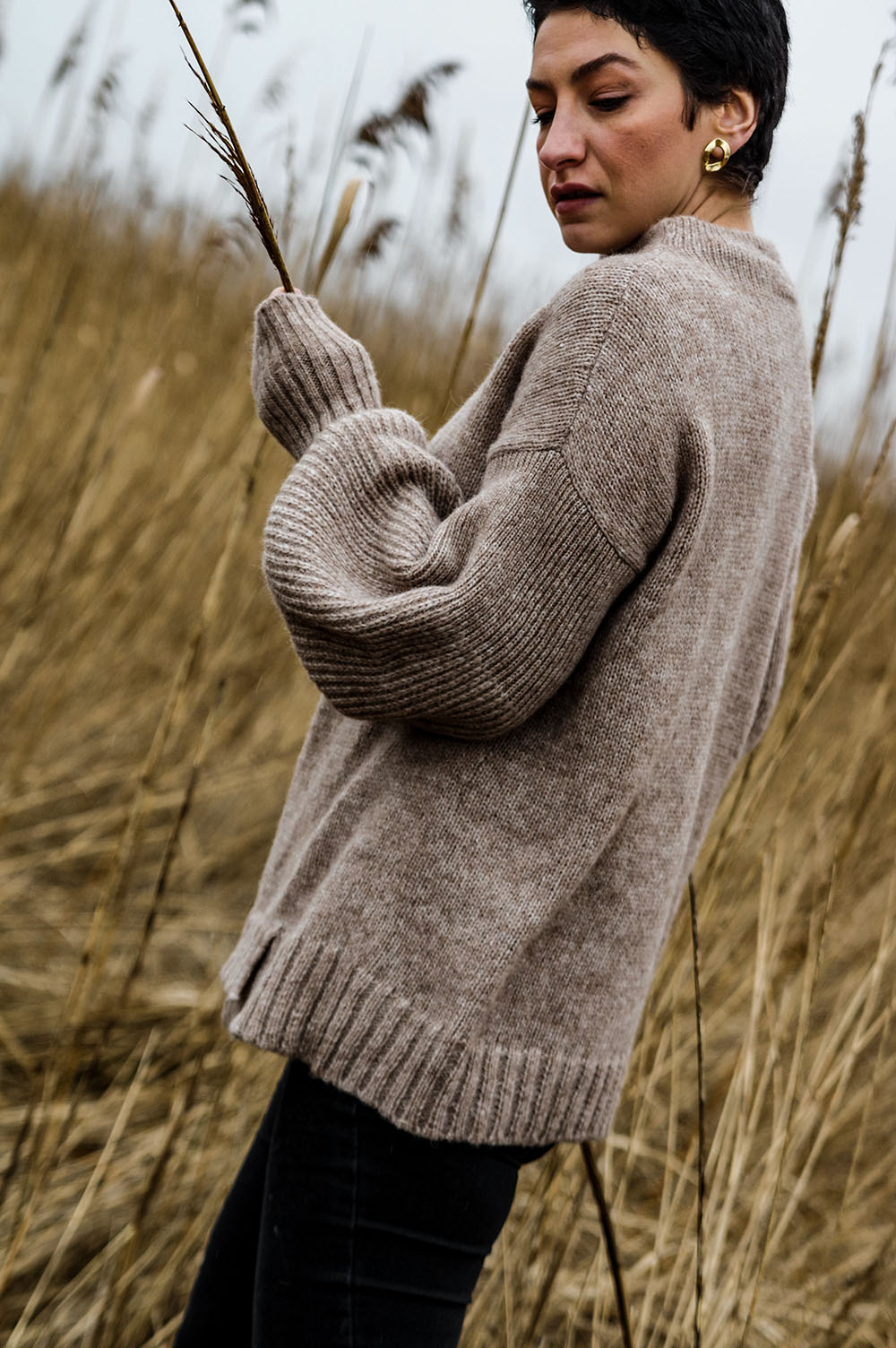The-one-sustainable-fashion-brand-tou-need-to-add-to-your-wardrobe-sweater-handmade-spring-outfit-eco-friendly-sweater-scandinavian-fashion-hygge-outfit