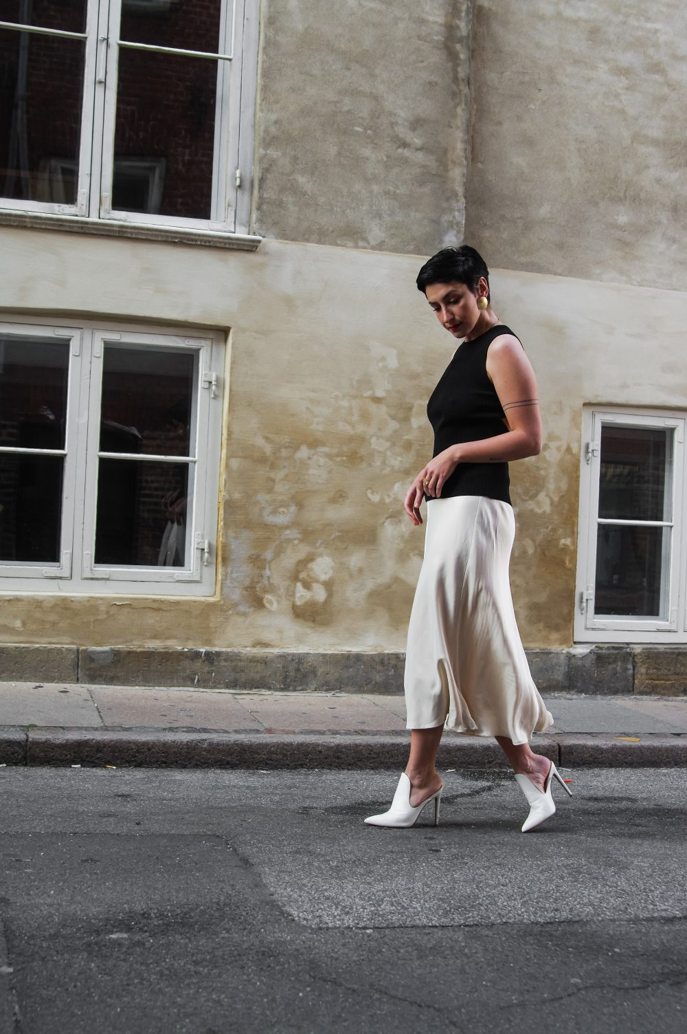 Spring-summer-outfit-ideas-for-work-and-everything-in-between-silky-pleated-skirt-scandinavian-style-streetstyle-minimalistic-style-elegance